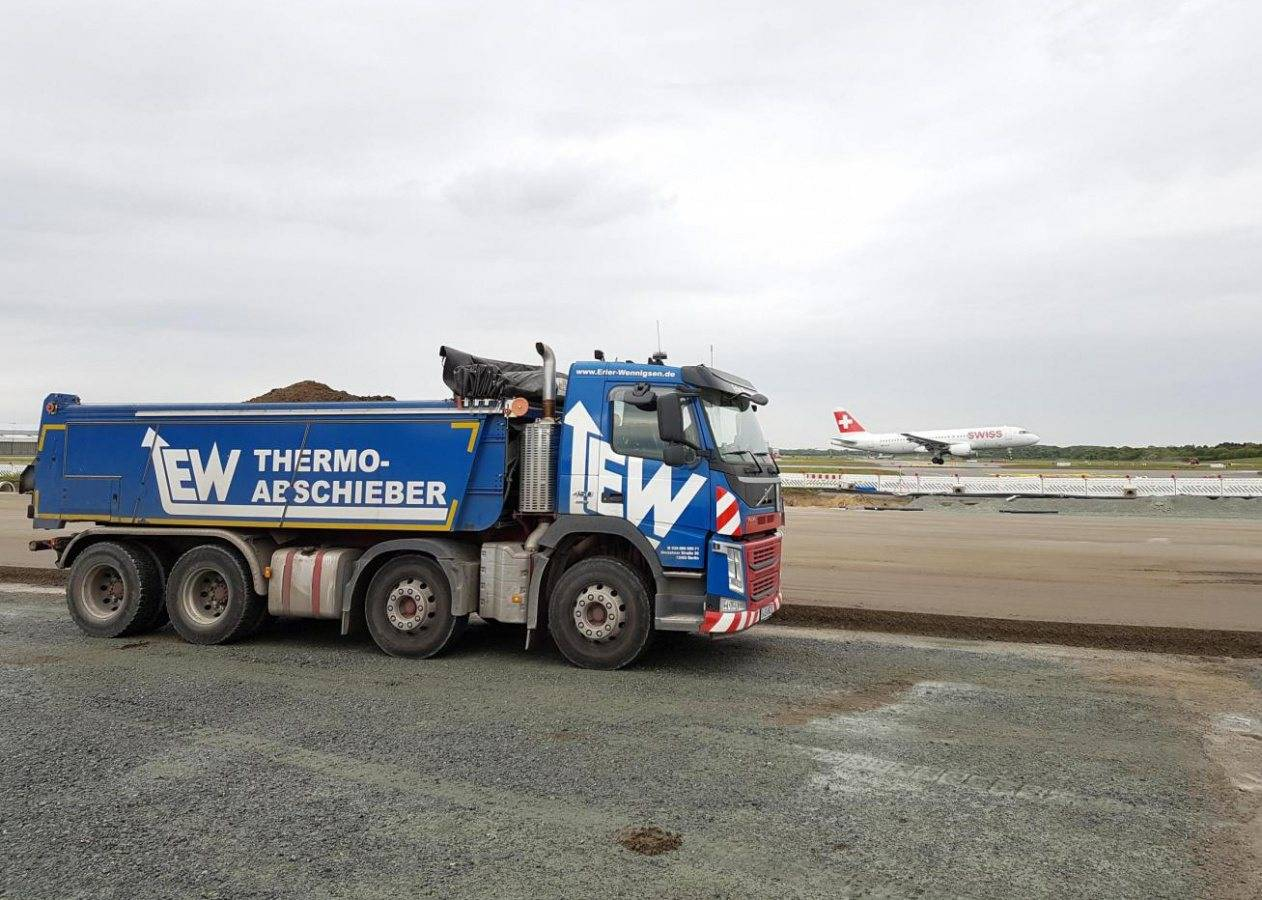 Boarding completed, ready for pushing off asphalt Asphalt rehabilitation during ongoing air traffic? No problem with Fliegl
